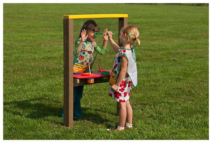 How to make an outdoor easel with plexiglass. The kids would love these!