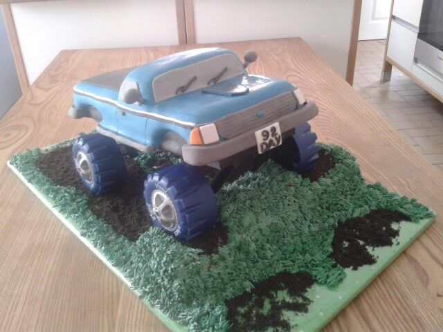 Monster truck cake 4x4 Big foot. covered with fondant icing and piped ...