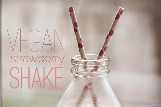 STRAWBERRY CASHEW MILK SHAKE [VEGAN] | Food I need! | Pinterest