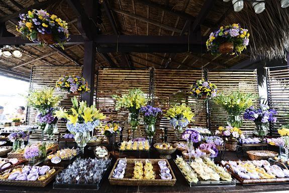 mesa de doces em lilás e amarelo  Festas e Curiosidades  Pinterest
