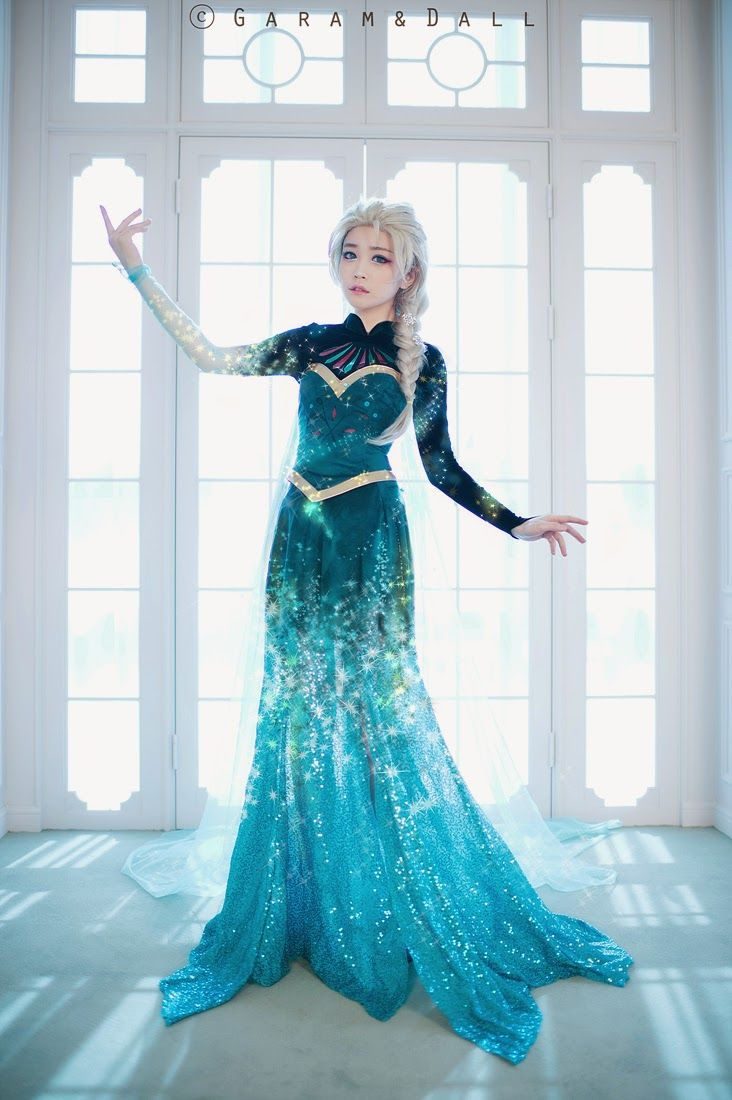 geek with curves: Transforming Elsa Costume Photo Series