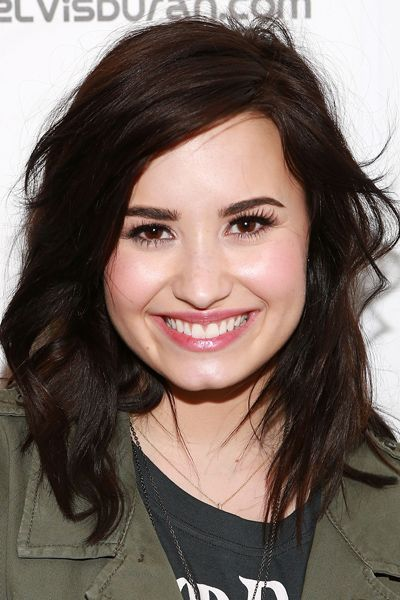 hairstyles to do with straight hair : 10 Hairstyles That Make You Look 10 Pounds Thinner
