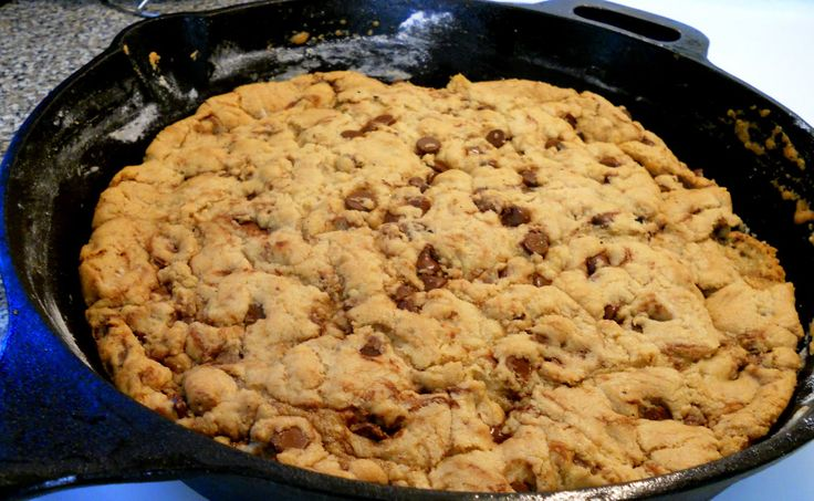 One Pan Chocolate Chunk Skillet Cookie..gonna make for the hubby on ...