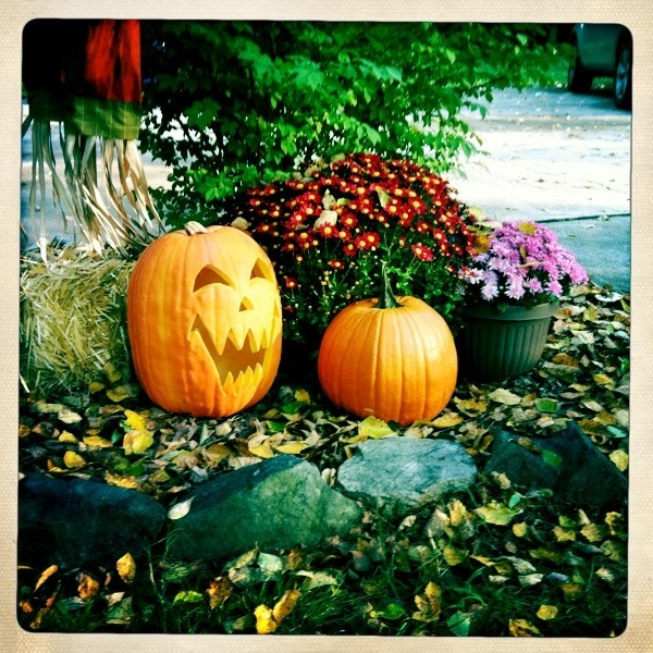Fall yard decorations my favorite things pinterest for Pictures of fall decorations for the yard
