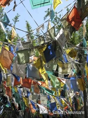 prayer flags auspicious days