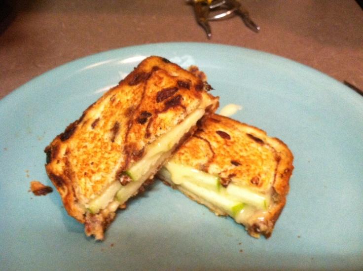 Cinnamon Apple Grilled Cheese | Yum- Burgers + Sandwiches | Pinterest