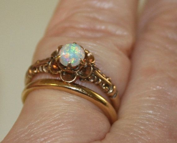 Vintage Opal and Gold Ring Antique Opal Ring Vintage Engagement Rin…