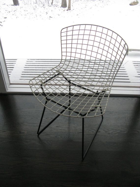 Mid century modern bertoia side chair in white with black base