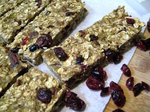 Low Fat Granola Bars with Bananas, Cranberries, and Pecans