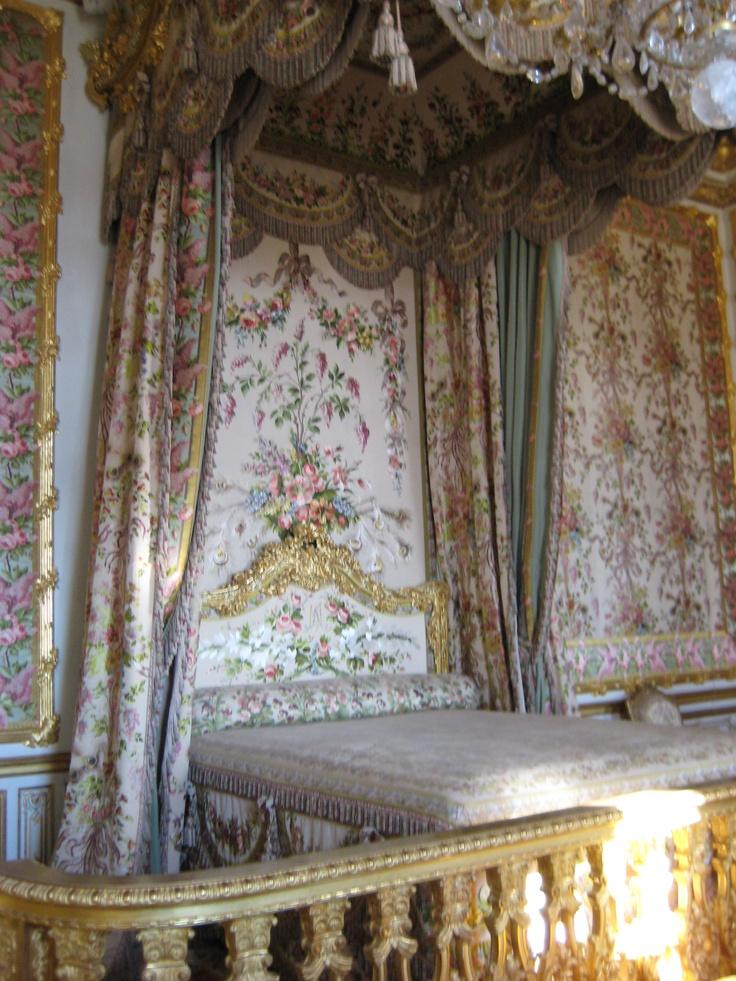 bedroom marie antoinette versailles la reine sans tete