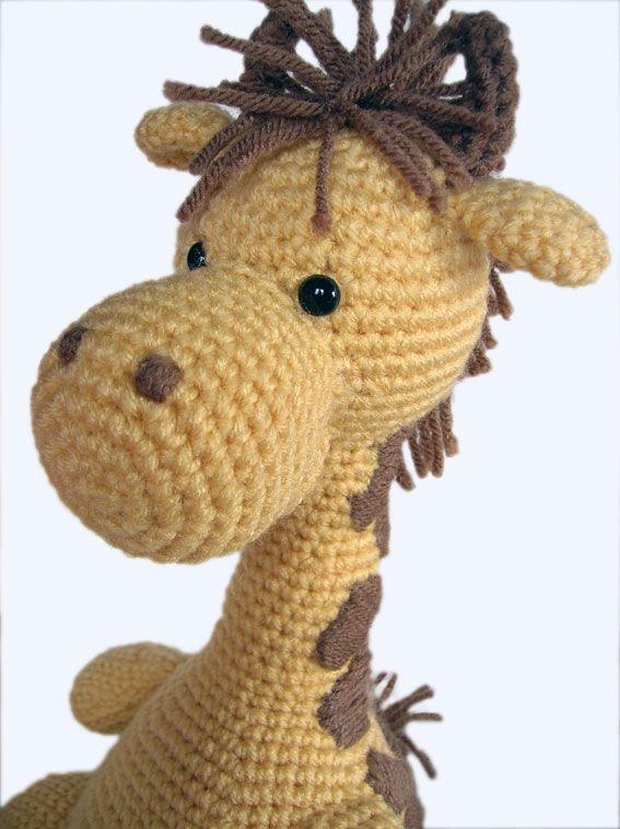 Girard the giraffe amigurumi pattern by Footloosefriend