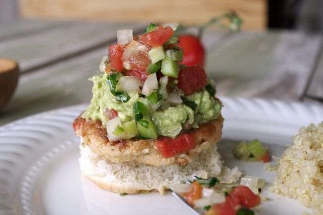 Crab Cake Sliders with Kiwi Salsa and Guacamole | Recipe
