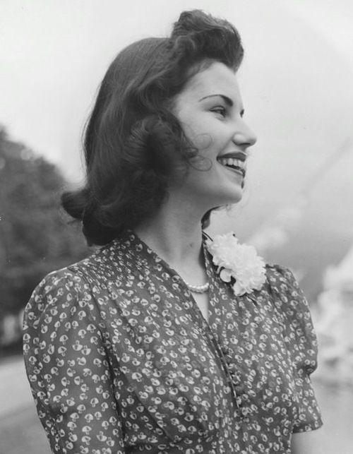So damn pretty   Model, World of Fashion exhibit, New York World's Fair, 1939