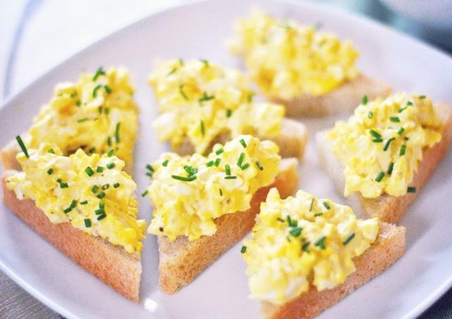 Scrambled Eggs On Toast. | Food & Restaurants | Pinterest