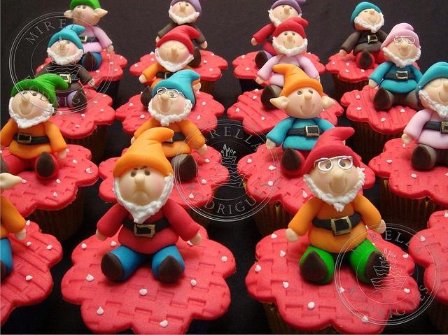 Snow white cupcakes!