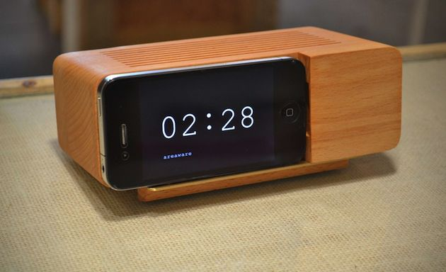 retro alarm clock radio dock things that should be mine pinte. Black Bedroom Furniture Sets. Home Design Ideas