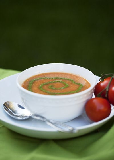 ... no cream- Tomato and Cauliflower Soup with spinach and arugula pestou