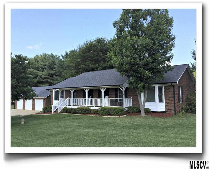 Hickory real estate find houses homes for sale in hickory for Home builders in hickory nc