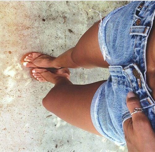 Tan Linien Teen Flip Flops Cutoffs