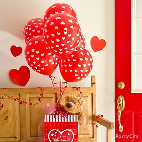 valentine bear in balloon