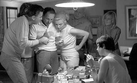 Sinatra monroe lawford natalie wood pinterest for Marilyn monroe palm springs home