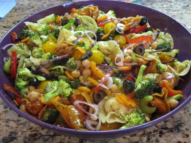 Cold tortellini pasta salad looks yummy pinterest for Cold pasta salad ideas