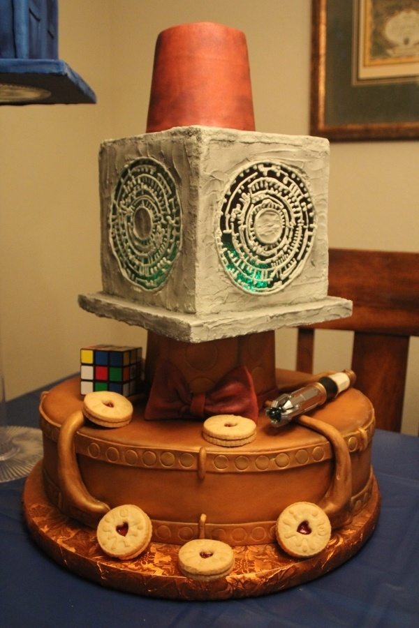 TARDIS console cake with Jammie Dogers, bow-tie, sonic screwdriver and ...
