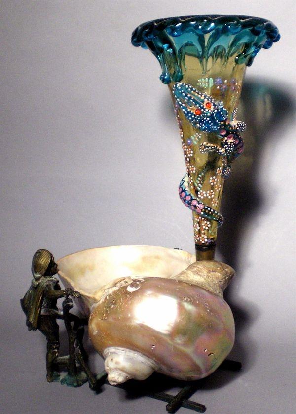 Античный Мозер Или Стивенсон & Williams чешские трубы Художественное стекло Ваза украшена эмалью Тяжелые Опираясь на большой Природные Seashell поддерживается фигурными золоченой бронзы мальчик и Гильдии Бронзового промысел в