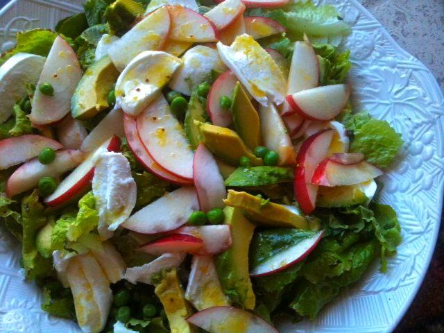 peach, avocado, mozzarella salad with lemon dressing. AWESOME blog!