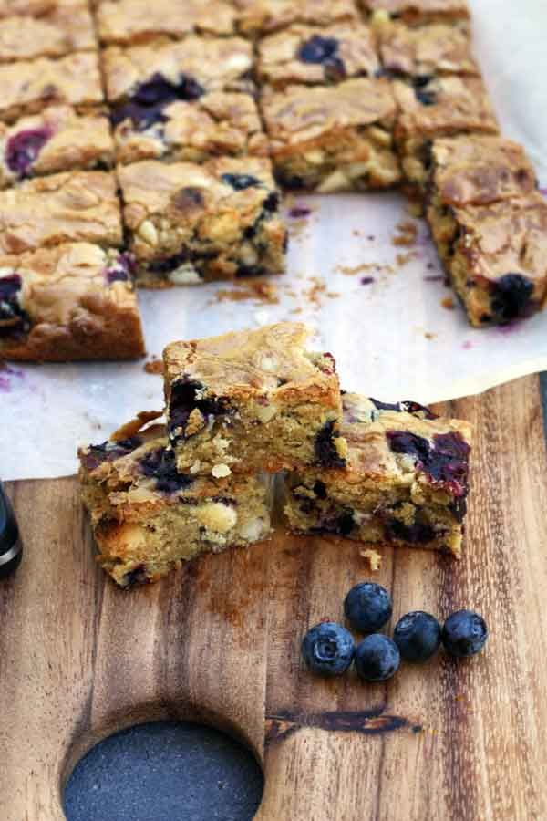 Blueberry, White Chocolate and Macadamia Nut Blondies ~ via this blog ...