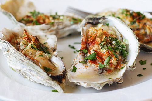 Simple Baked Oysters : 4 big shell-on oysters 3 cloves garlic, finely ...