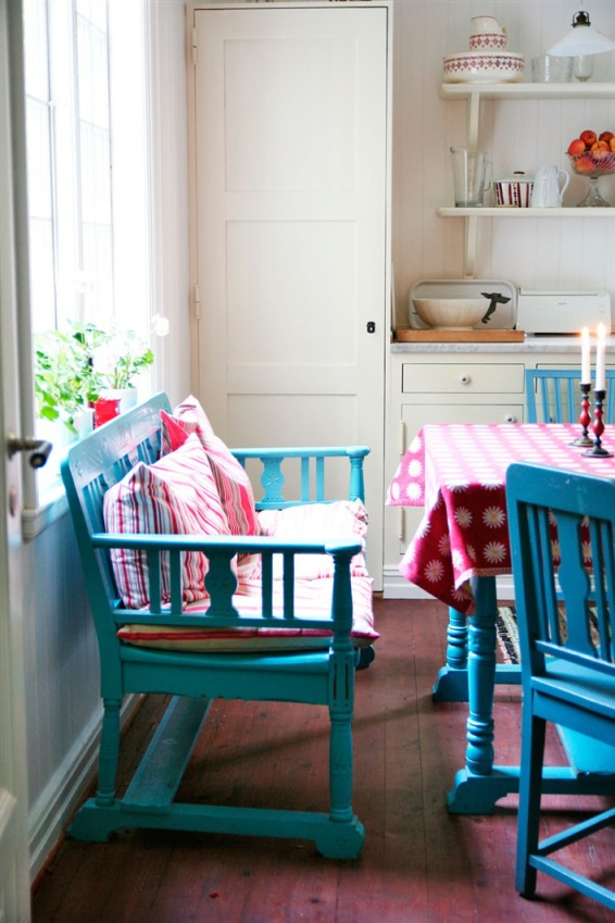 Cottage Dining Table With Bench Seating
