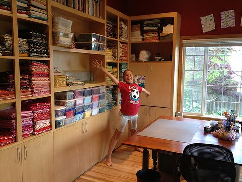 I heart this quilting studio craft sewing room for Quilt room design ideas
