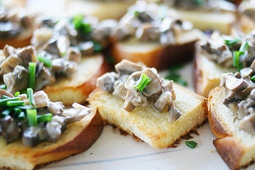 Creamed Mushrooms on Chive-Butter Toast | Foodie Love | Pinterest