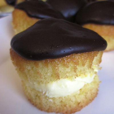 Boston Cream Pie Cupcakes   Cakes 'n Cupcakes   Pinterest