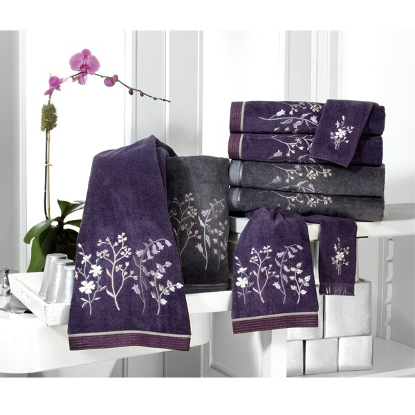 Decorative bath and hand towels decorative towels and for Fancy bathroom sets