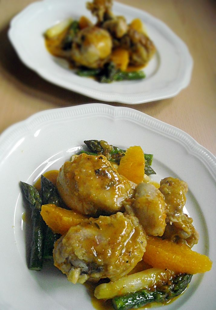 Chicken in Orange-Whiskey Sauce with Asparagus (recipe in German)