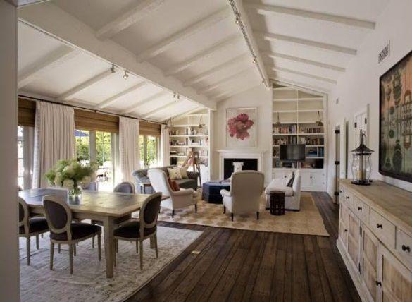 Jennifer Aniston-vaulted living room