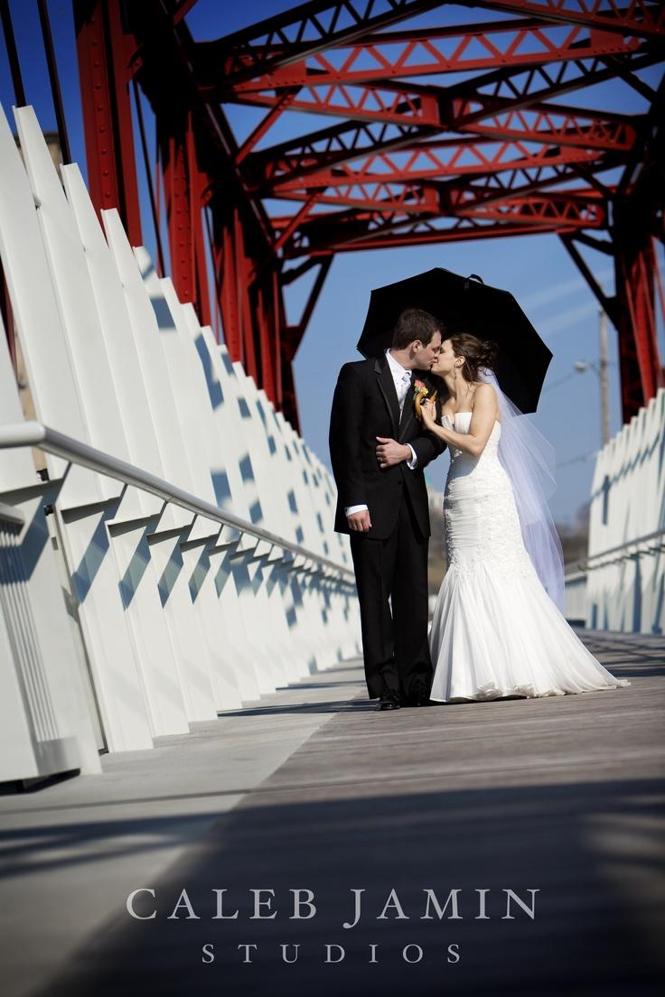 Red Bridge - Wedding Day - Bride and Groom - Wedding Photo with umbrella
