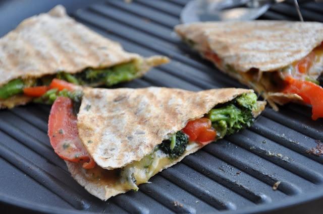 Broccoli and Red Pepper Quesadillas. #FreshExpress #BlendsRecipe
