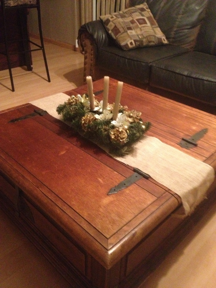 More burlap table runner christmas diy decor ideas for Table runner ideas