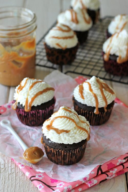Pumpkin Mocha Cupcakes with Whipped Cream Frosting and Dulce de Leche ...
