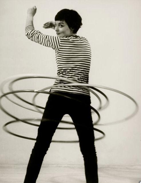 Hula hooping, 1950 (Walter Blum).