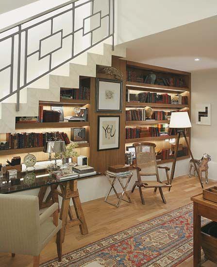 aproveite o espaço embaixo da escada