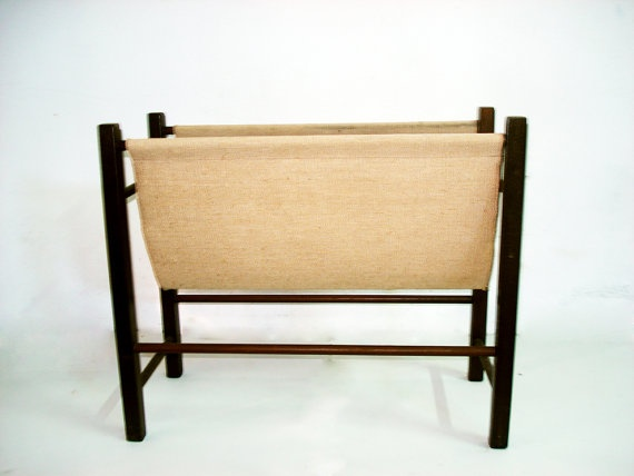 Vintage magazine rack in wood and white fabric by LaVitrine, €30.00