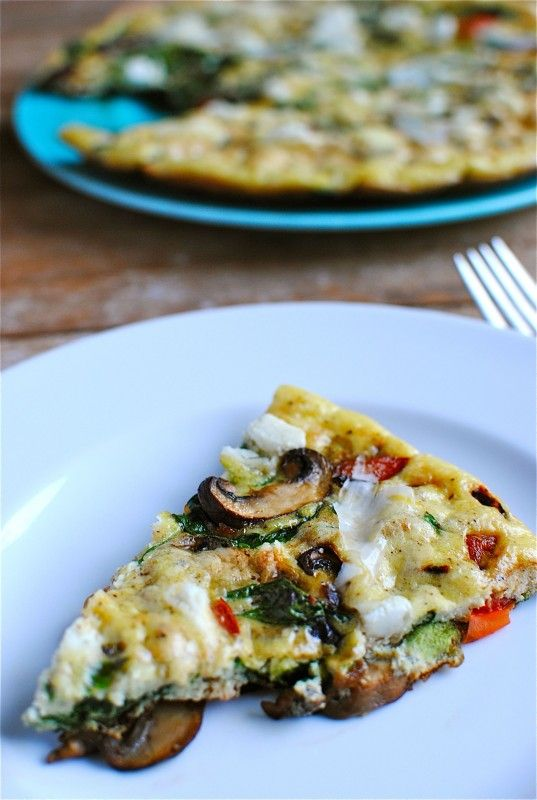 spinach, mushroom & red bell pepper frittata with goat cheese // bev ...