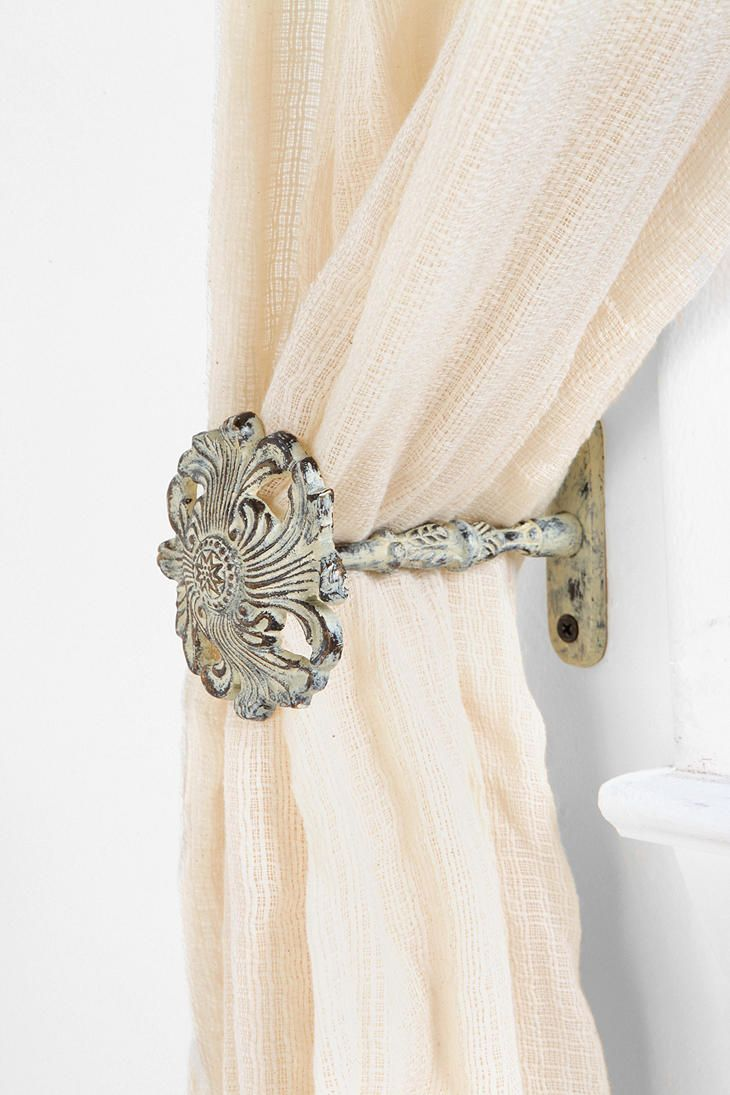 Fleur curtain tie back