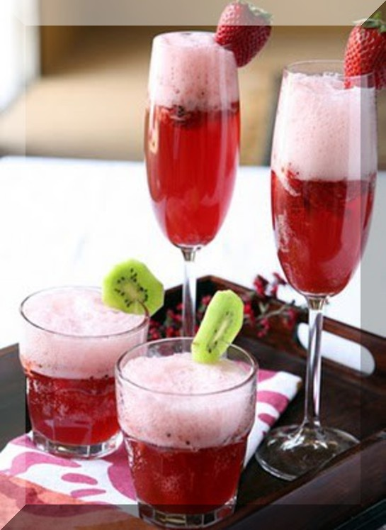 Strawberry Champagne Punch | Baby Shower Food | Pinterest