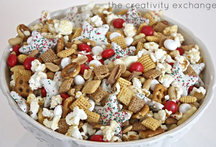 Sweet and salty Christmas snack mix. Great gift idea to fill a crystal ...