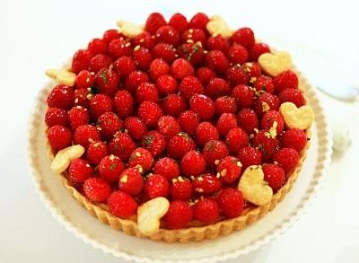 Raspberry Almond Tart with Mascarpone Cream